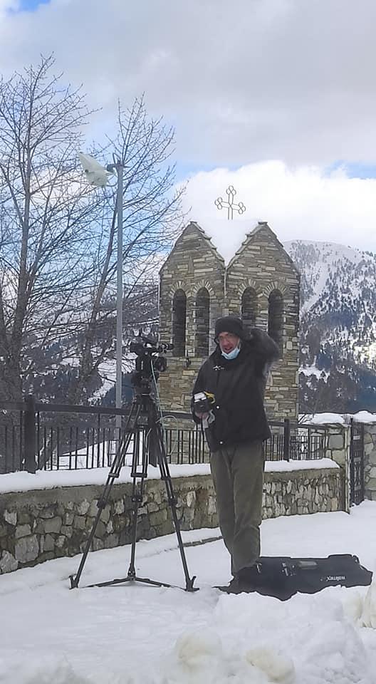 Οι… αφανείς ήρωες…Εμείς στο γιαλί την τελευταία στιγμή, αλλά οι εικονολήπτες στο… αγιάζι…Βρέξει χιονίσει πίσω απ' τις κάμερες…Ο Μακης Νασιαδης με το συνεργειο της ΕΡΤ για το ρεπορταζ.
