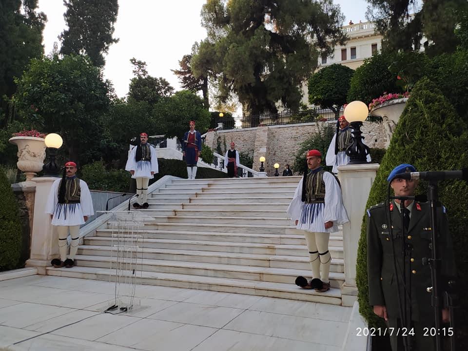 Στο Προεδρικό Μέγαρο, για την επέτειο της αποκατάστασης της Δημοκρατίας, κατόπιν πρόσκλησης  της Προέδρου της Δημοκρατίας Κατερίνας Σακελλαροπουλου ο Ναντης Χατζηγιαννης.